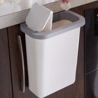 キッチンの悩みを解決!生ゴミの匂いがもれにくいフタ付き「壁掛けごみ箱」