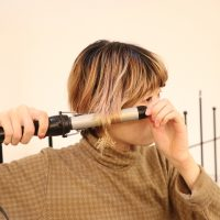 こうすれば不自然にならない!「カールアイロン」でゆるふわヘアを作る方法♪