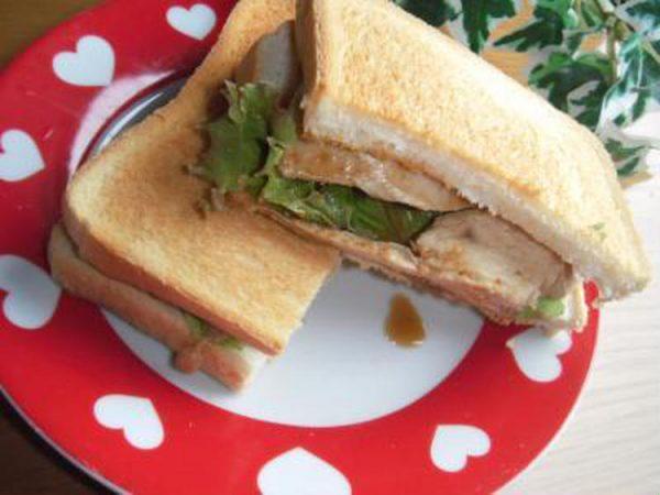 レンジDE♪焼肉のタレを使って。。簡単!!時短!!ジューシーチキンのホットサンド♪ by:toshieさん