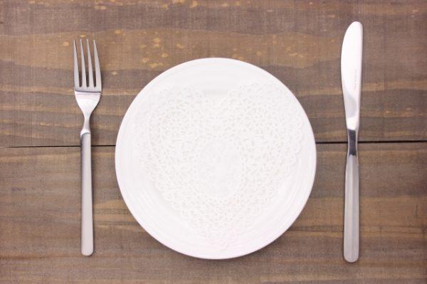 お皿とカトラリー