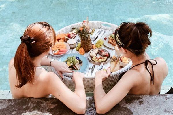 【バリ島】ここでしか体験できない!プールで楽しむ極上の朝食@「Cabina Bali」