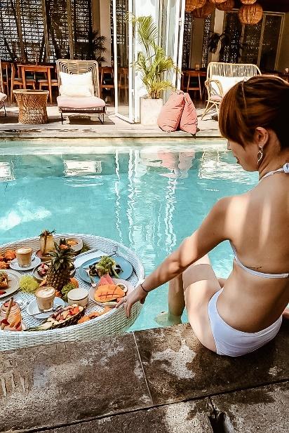 【バリ島の旅の朝】プールの中で楽しむ絶品朝食!「Cabina Bali」でしか体験できない極上の朝時間♪