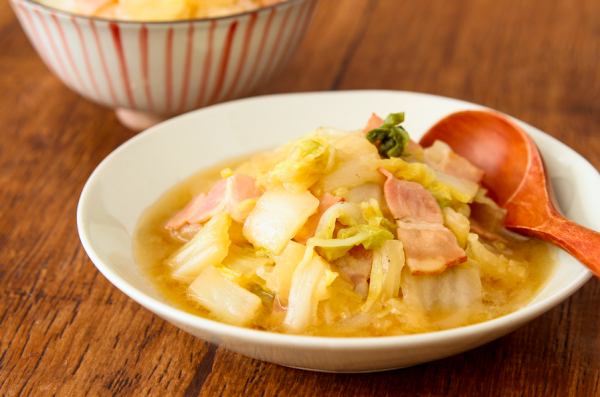 ご飯がすすむ♪レンジで簡単「白菜とベーコンのうま煮」【作り置き可能】