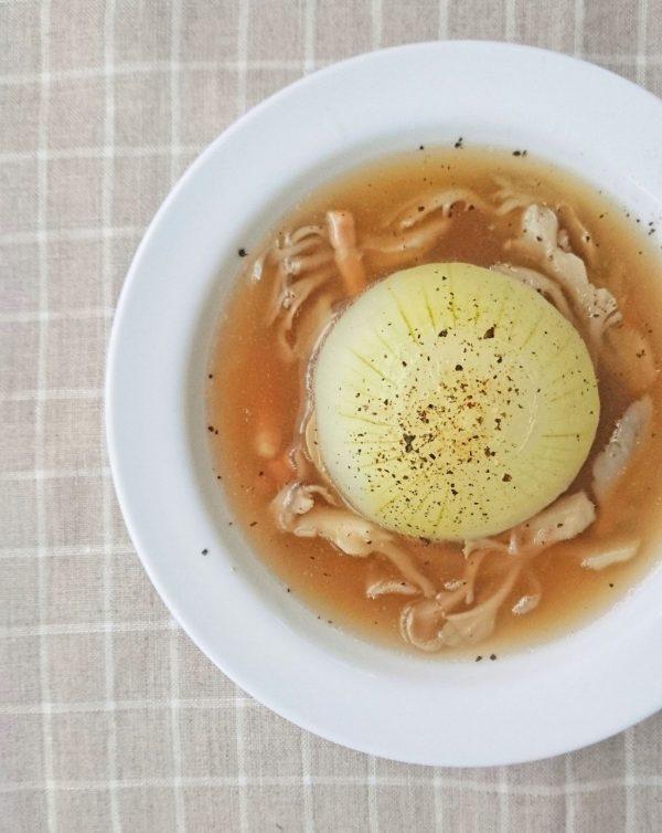 丸ごと煮るだけ!朝でも簡単「新玉ねぎの和風スープ」 by :料理家 村山瑛子さん