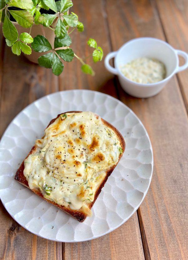 冷凍保存OK!簡単とろとろ「ネギマヨチーズトースト」の作り置き
