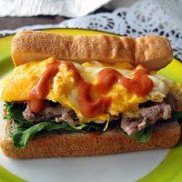 朝こそスタミナチャージ!具だくさん「お肉×トースト」レシピ5選