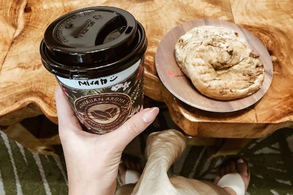 ハワイの旅の朝】絶対行きたい♪ハワイで最もフォトジェニックな朝カフェ「Hawaiian Aroma Caffe」