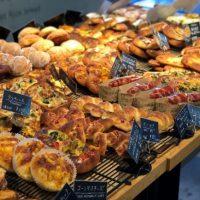 【関西のベーカリーVol.1】緑に囲まれたテラスで味わうパンが絶品!「R Baker 大阪城公園店」