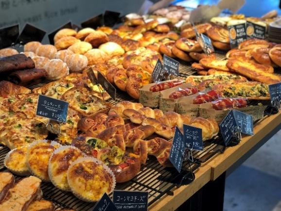 【関西のおすすめパン屋】緑に囲まれた空間で楽しむ朝時間♪何度でも行きたい「R Baker 大阪城公園店」