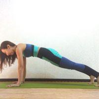 おうちヨガで運動不足解消!体幹を鍛える「プランクポーズ」トレーニング