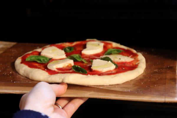 お店の味をおうちで!誰が作っても簡単おいしい「こねないピザ」生地