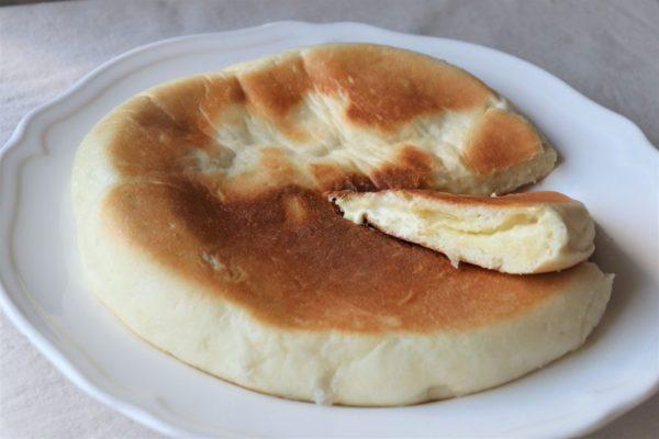 こね要らず+フライパンで簡単!こんがりトロ~リ「チーズナン」  by :パン・料理家 池田愛実さん