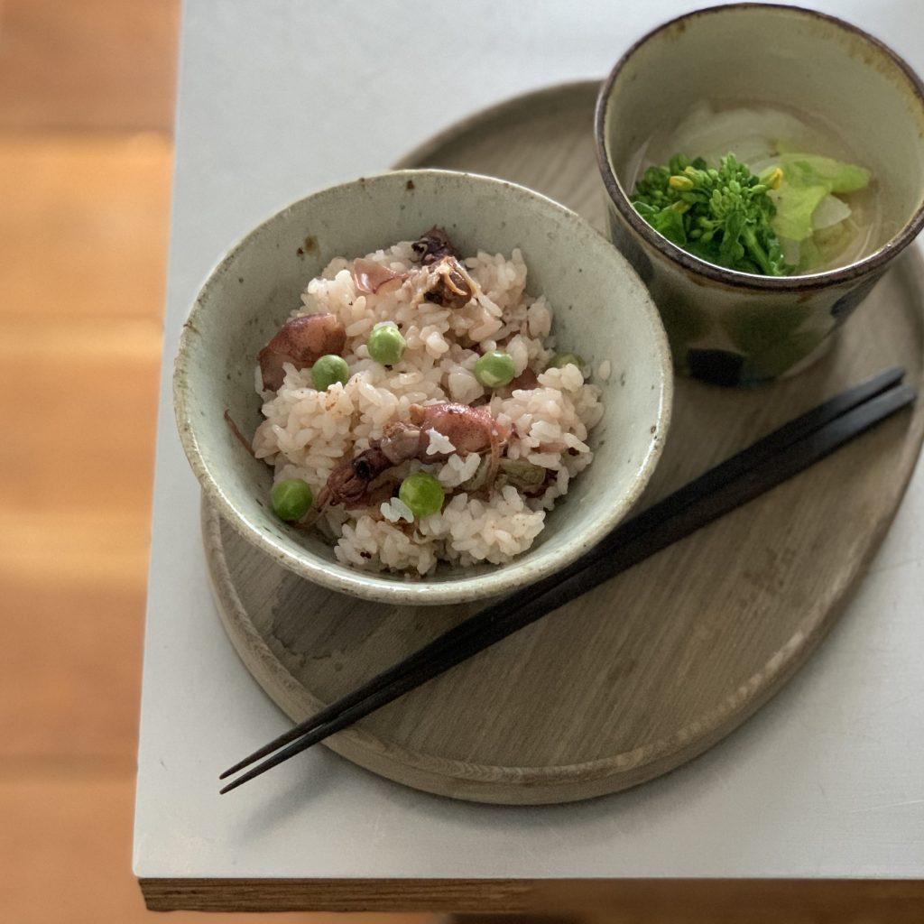 朝読書のおともに♪春らしい「ホタルイカと豆の炊き込みご飯」