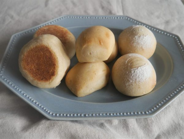 こねないから簡単!フライパンでも焼ける「100gミルクパン」  by:パン・料理家 池田愛実さん