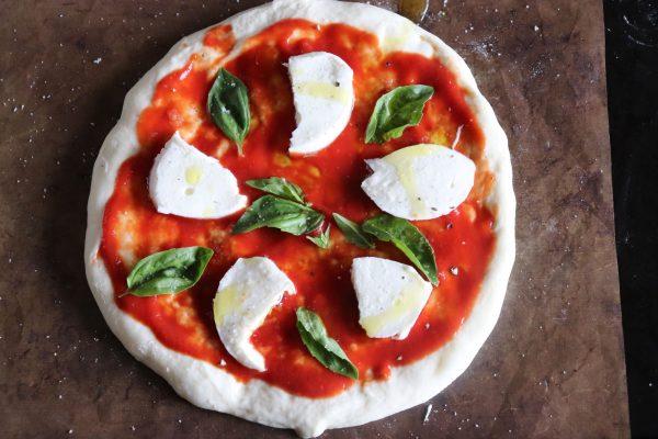 お店の味をおうちで!誰が作っても簡単おいしい「こねないピザ」マルゲリータ