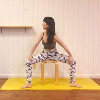 ガチガチ股関節を伸ばしてスッキリ!座ったまま簡単「開脚ストレッチ」