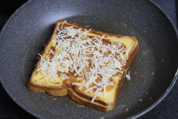 おうちごはんのマンネリ脱却!簡単カフェ風「ツナメルトフレンチトースト」