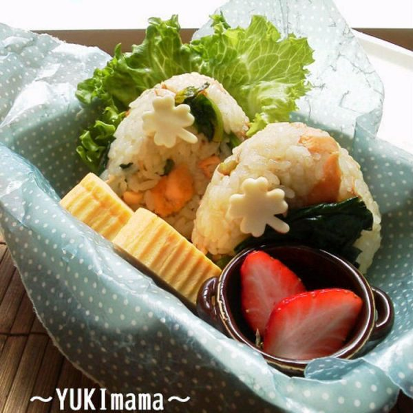 サーモンとほうれん草の春色おにぎり by:YUKImamaさん