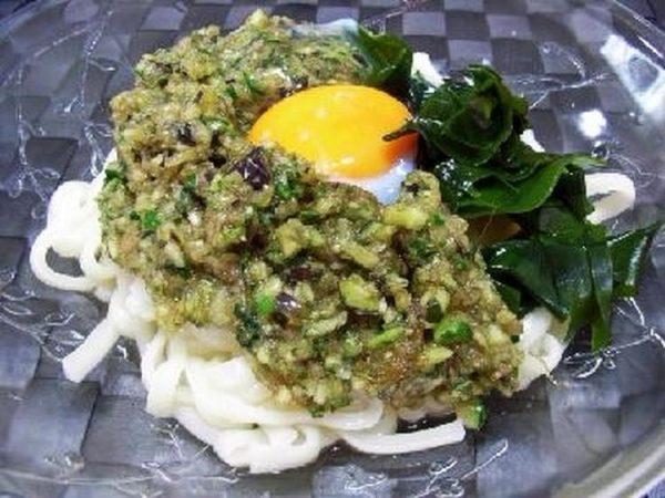 〈香味野菜だれが旨い!温玉わかめうどん〉 by:槙かおるさん