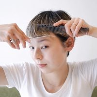 サロンに行けず髪が伸びっぱなし…「前髪セルフカット」の方法を徹底解説!