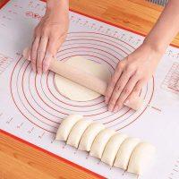 パン作りに大活躍!お手入れも収納もラクラク「シリコンクッキングマット」