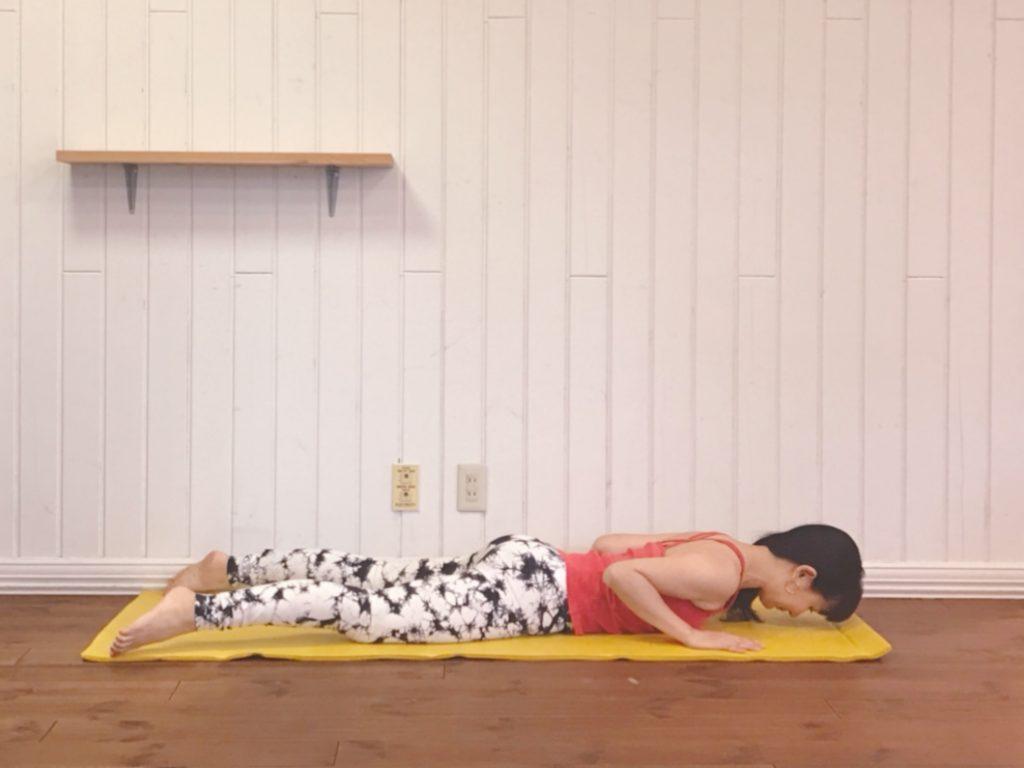 寝ている間も痩せるカラダへ!代謝を促す「柔らかい背中」ストレッチ♪
