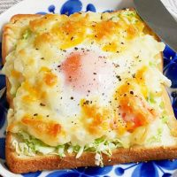 コンビニ食材だけ!忙しい朝でもラクラク「巣ごもりポテサラトースト」