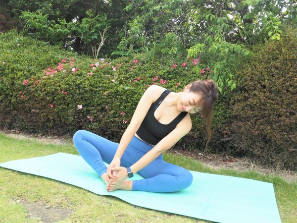 生理前・生理中の不調を整える。「足裏をつける」朝ストレッチ
