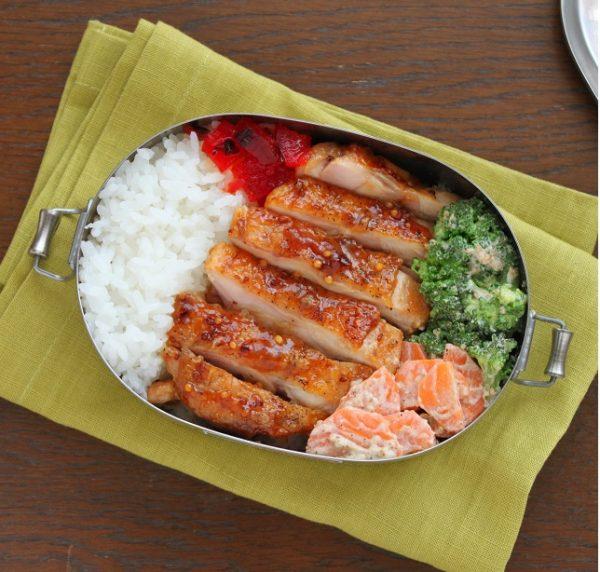 ちょい足し醤油でご飯が進む!「ハニーマスタードチキン」「野菜ごまマヨ」2品弁当