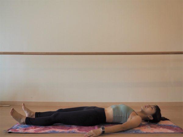 ベッドに寝たままできる!ダル重い「腰痛」をケアする朝ストレッチ