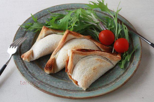 残りカレーと食パンだけ!揚げずに簡単サクサク「焼きカレーパン」 by:タラゴン(奥津純子)さん