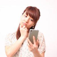 日本語の「うさん臭い」を表す英語表現2つ