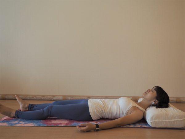 胃の調子がイマイチ...そんな朝に試して!「枕の位置を変えるだけ」簡単ストレッチ