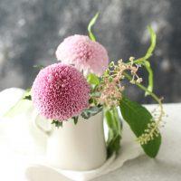 雨の日もテーブルフラワーで心地よく♪朝の食卓で花を楽しむアイデア3つ