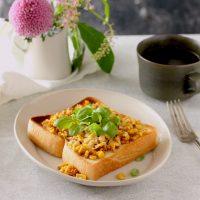 雨の日もテーブルフラワーで心地よく♪朝の食卓で花を楽しむアイデア