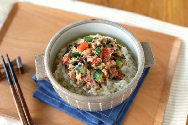 火を使わず時短朝ごはん。ツナと夏野菜のごまみそ冷茶漬け by:五十嵐ゆかりさん