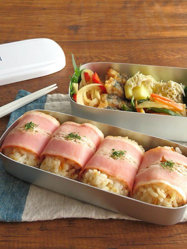 お弁当のごはんに♪ガーリックライスのベーコン巻きおにぎり by:kaana57さん