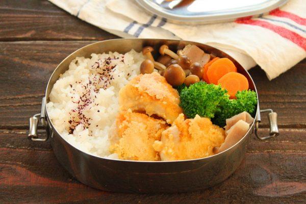 簡単やわらか♪「鶏むね肉チーズ焼き」「野菜のバターベーコン」2品弁当
