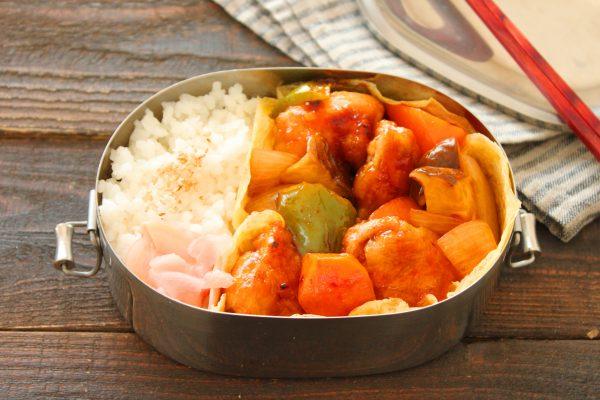 野菜ゴロゴロ!簡単「酢鶏」「ごまマヨ薄焼き卵」2品弁当