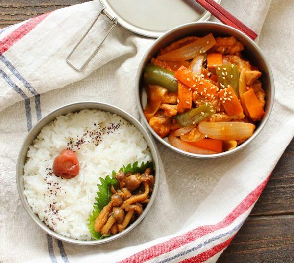 薄切り肉ならあっという間!「簡単酢豚」「しめじのレンジ佃煮」2品弁当