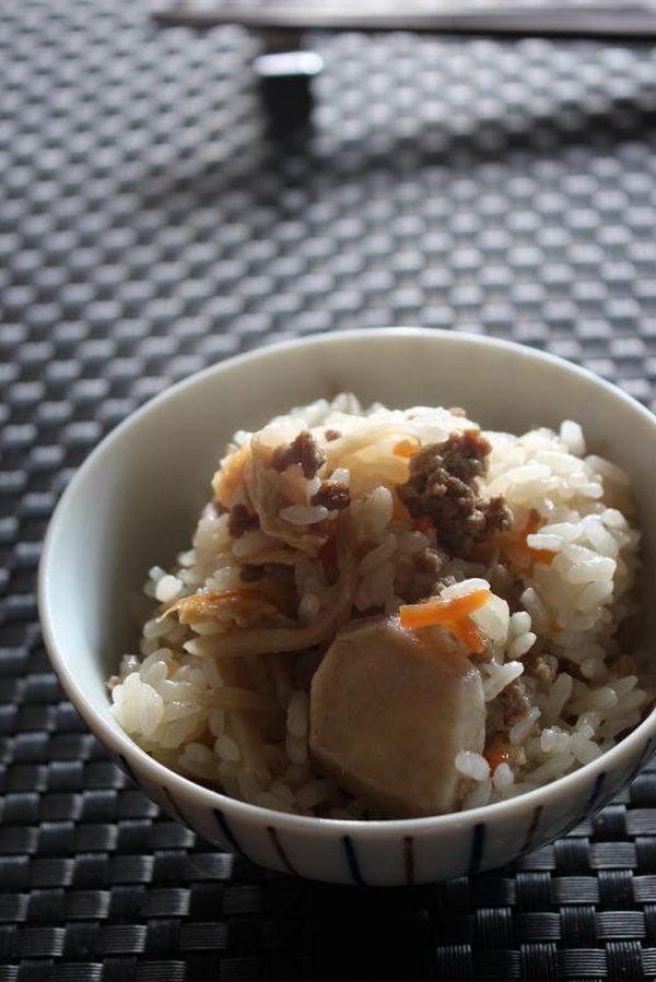 ごぼうや根菜いっぱい炊き込みご飯 by:準Jun(はーい♪にゃん太のママ改め)さん