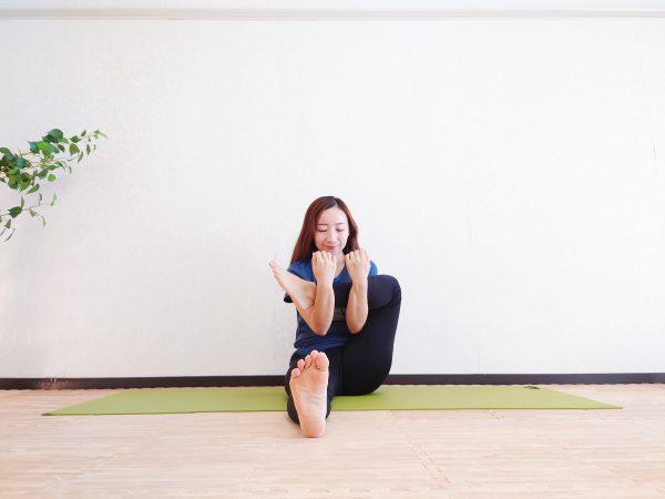 足の冷えやむくみを解消!めぐりを良くするヨガ「股関節ほぐし」