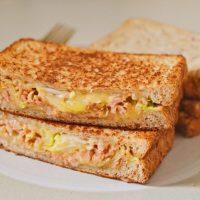 チーズがとろ~り!料理家さんおすすめ「ホットサンド」レシピ5選