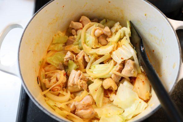 キムチとチーズの「タッカルビ風スープ」