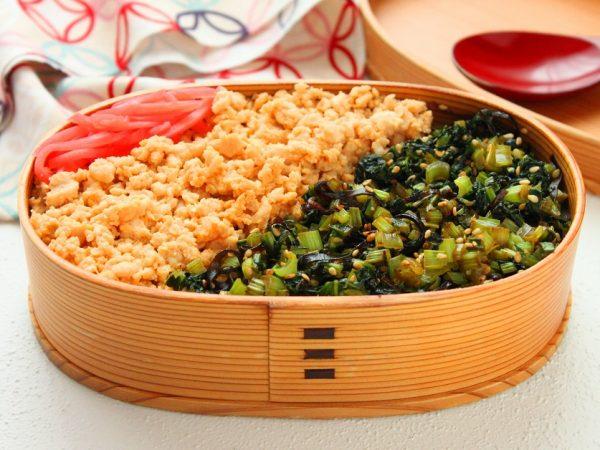 レンジと同時進行で時短!「鶏たま」「小松菜」そぼろ2品弁当