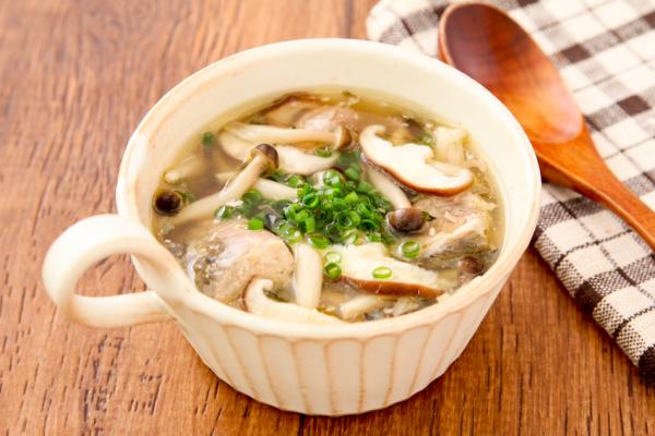 火を使わずレンジで簡単!「きのことサバ缶のスープ」 by:五十嵐ゆかりさん