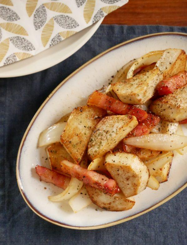 調味料3つで簡単!お箸が止まらない「里芋のジャーマンポテト」