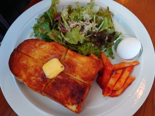 いつでもモーニングセット 厚切りトーストバター(400円)+カフェオレ(500円)