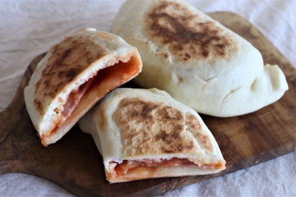 発酵不要!朝30分で簡単♪とろ~りチーズの包み焼きピザ「カルツォーネ」by池田愛実さん