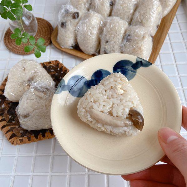 食べたい時にチン♪炊飯器で簡単「きのこの炊き込みおにぎり」 by:Mayu*さん